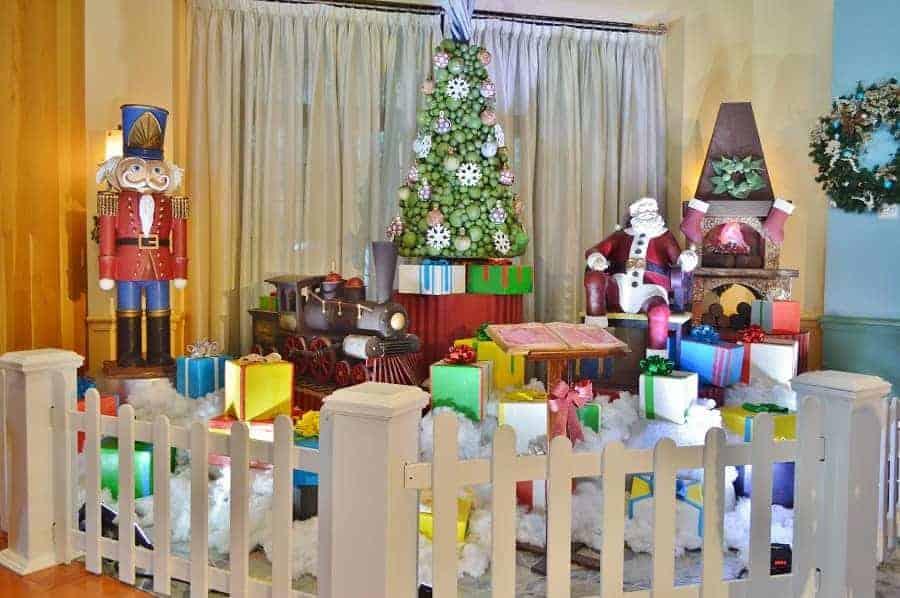 Santa Display in Swan & Dolphin Resort