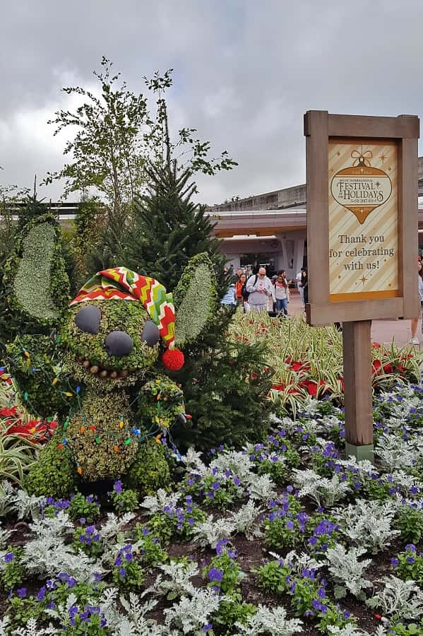 Stitch Topiary in Epcot
