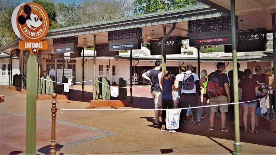 Know Which Line to get in at Disney