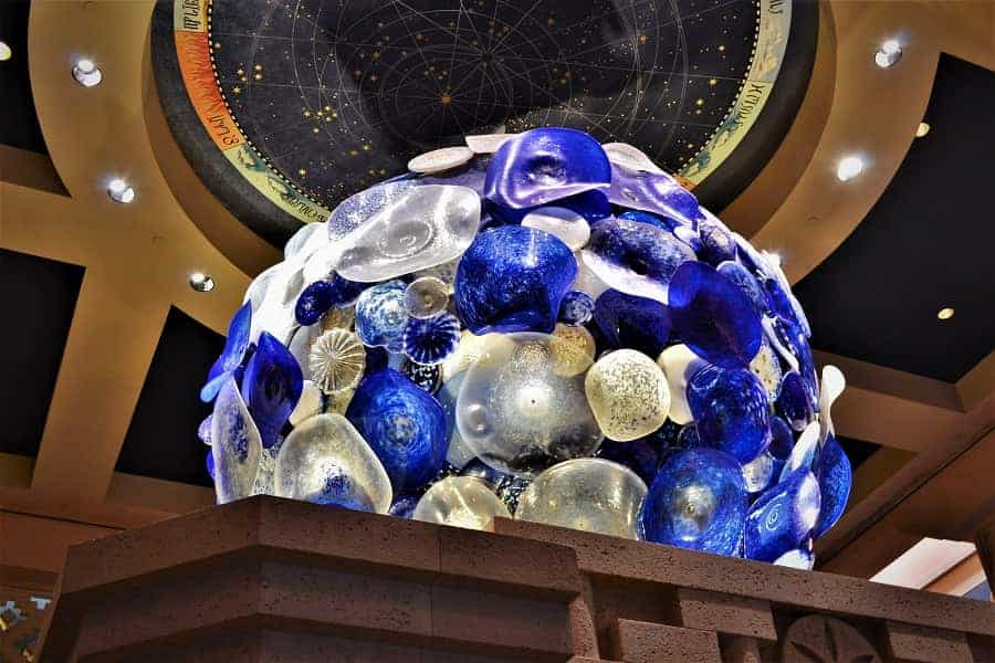 Chihuly sculpture in the lobby of Atlantis Bahamas