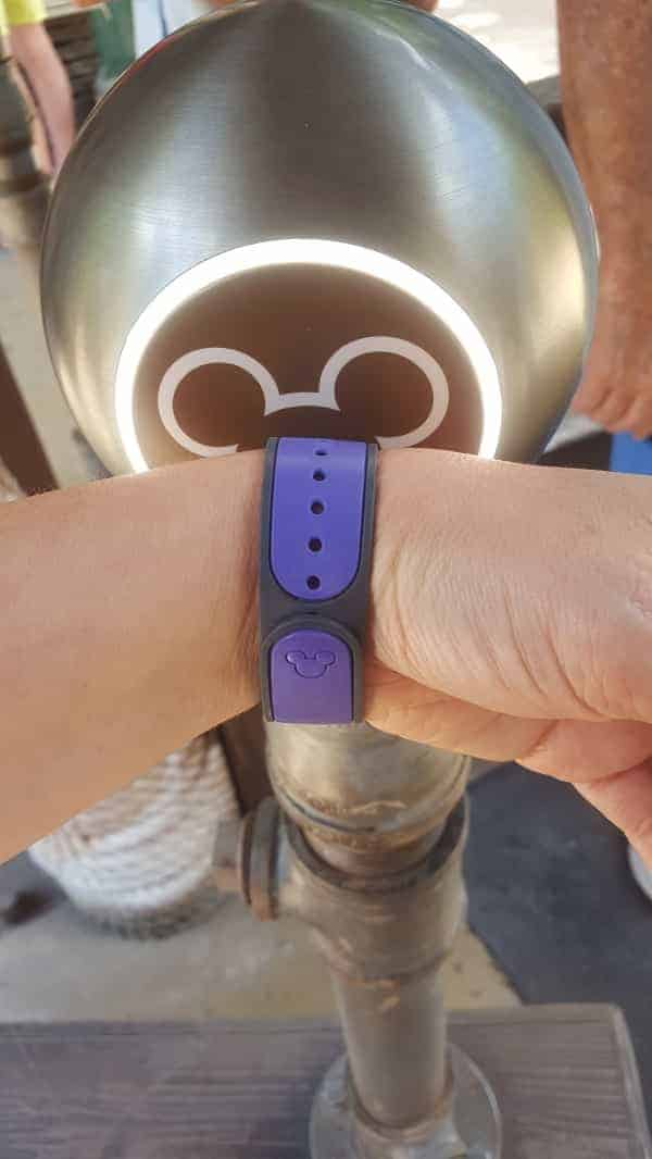 Scanning Your MagicBand for FastPass Line