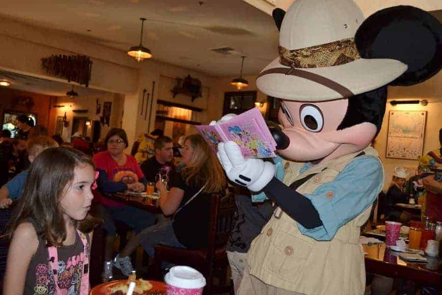 Getting Disney Signatures at Character Meals