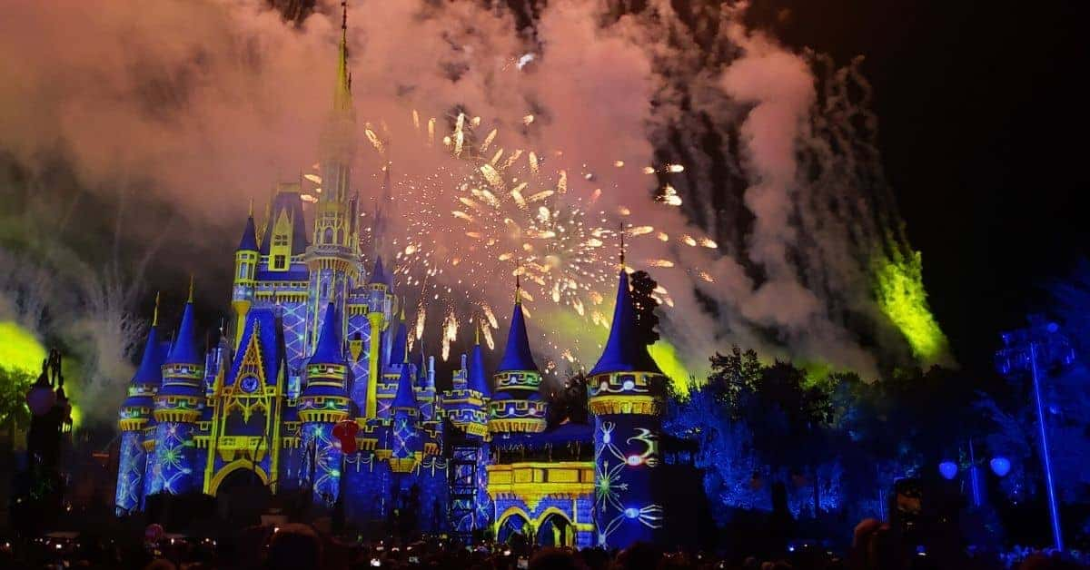 Minnie's Wonderful Christmas Fireworks