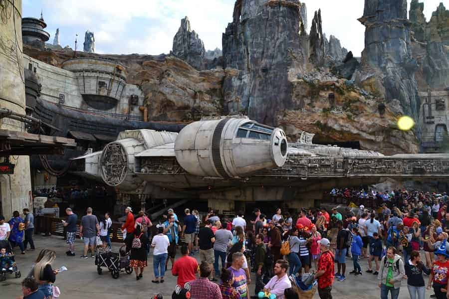 Crowds at Galaxy Edge
