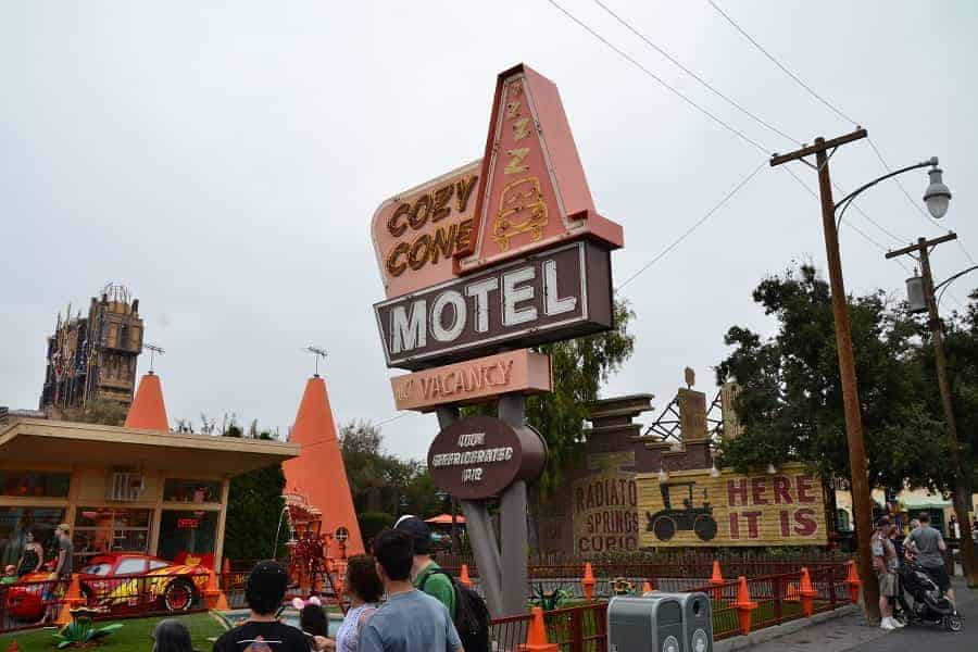 Cozy Cone Motel Meet & Greet